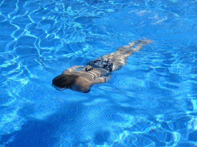 Solární plachta na bazén