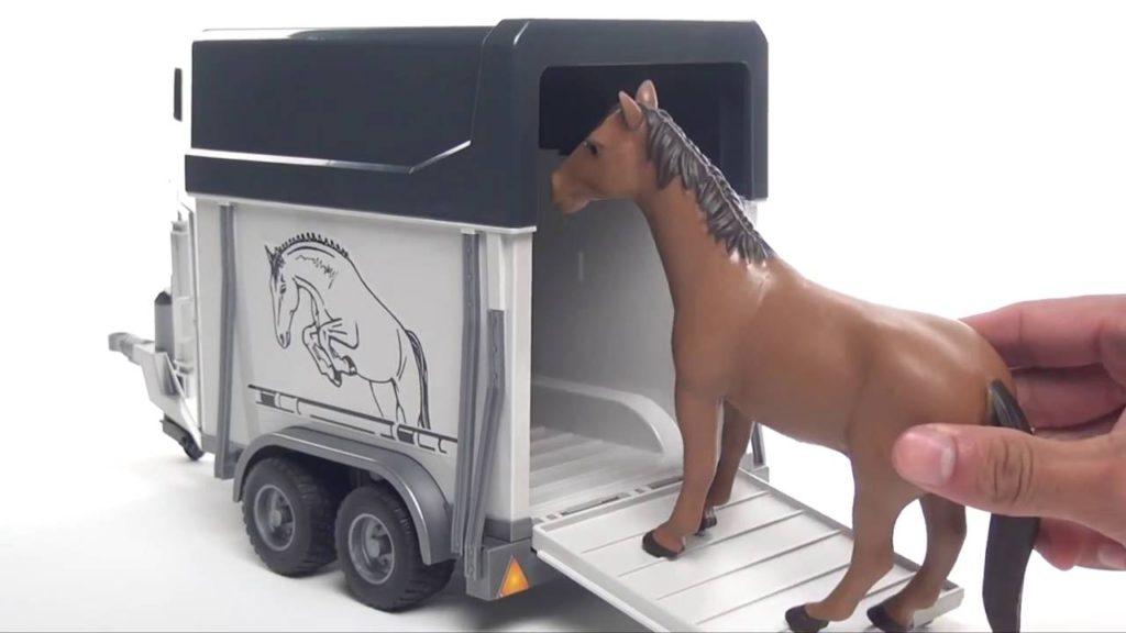 Přepravník na koně Bruder
