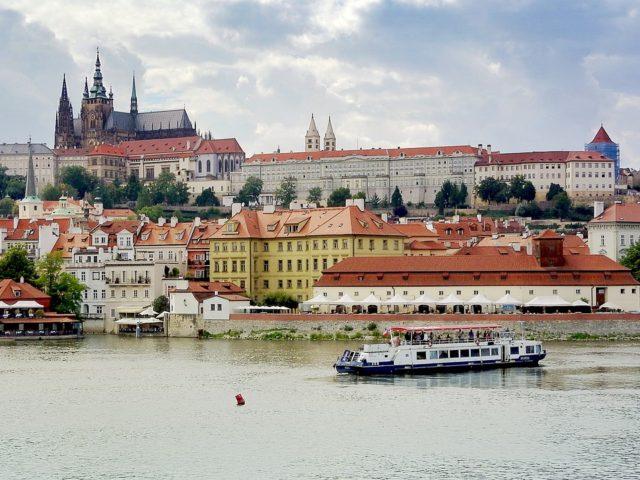 Pronájem bytů v Praze za stále větší částky. Proč si majitelé mohou účtovat tolik?